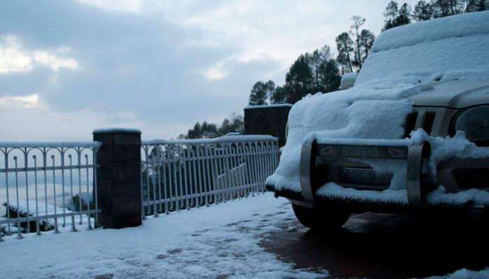 Snowfall in Kausani