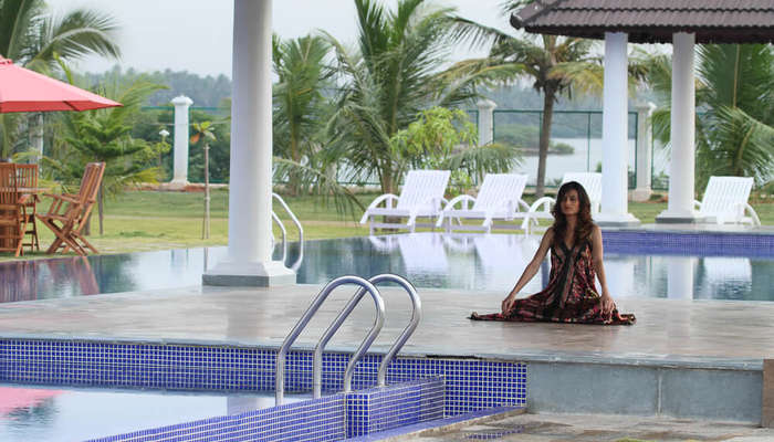 a lady meditating in front of a pool in Le Pondy