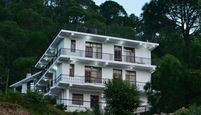 beautiful white washed hotel in the hills of Kasauli