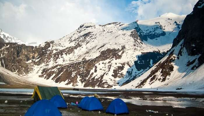 Camps erected at the campsite near Manali