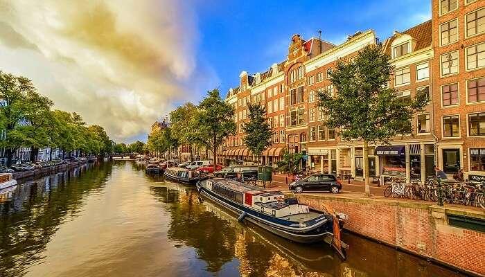 Круиз по каналам Амстердама, одна из лучших вещей, чтобы сделать в Амстердаме