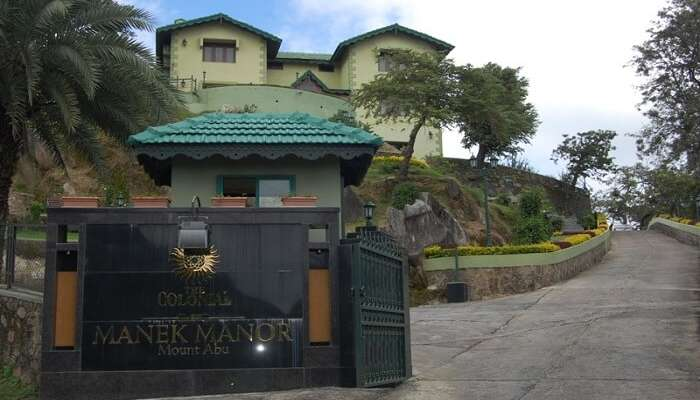 The entrance of Manek Manor in Mount Abu in Rajasthan
