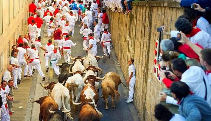 Станьте частью парада Сан-Фермин в Испании