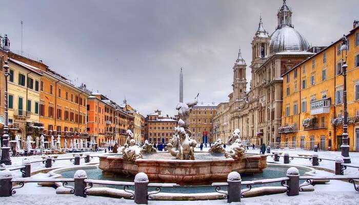 Snowfall in Piazza Navona, Roma
