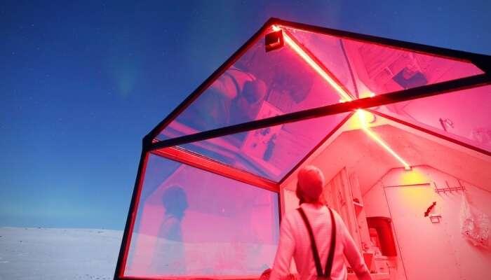 Glass-Sled-Hotel-3