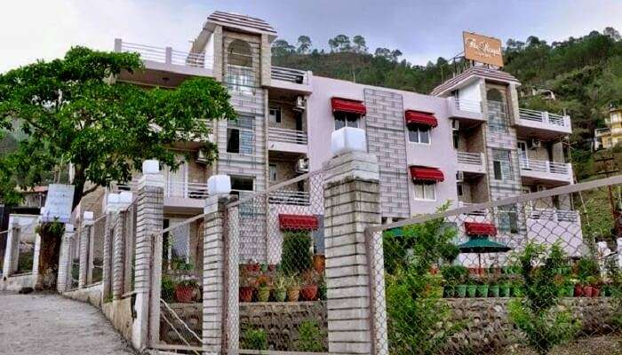 royal court hotel in bhimtal