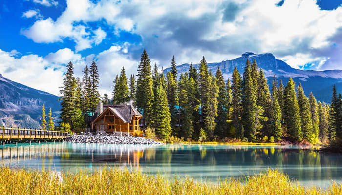 a beautiful house in the middle of Yoho National Park
