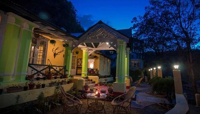 offers luxurious family cottages in Nainital