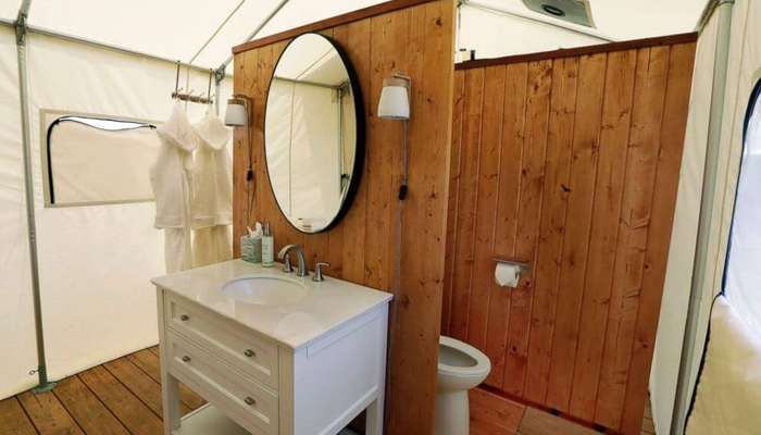 The luxurious bathroom inside the tent