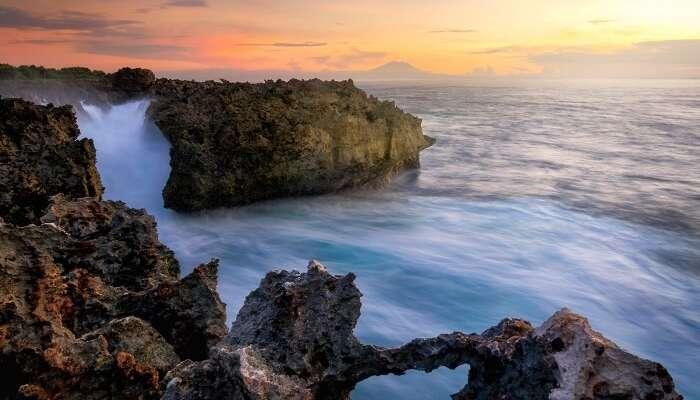huge oceanic waves crash the big rocks
