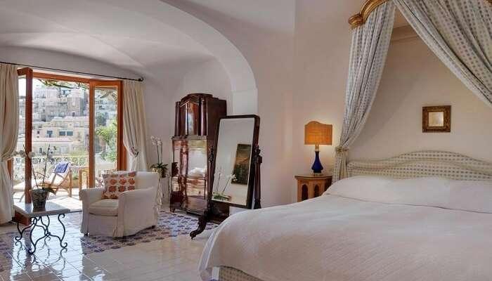 beautiful room in le sirenuse