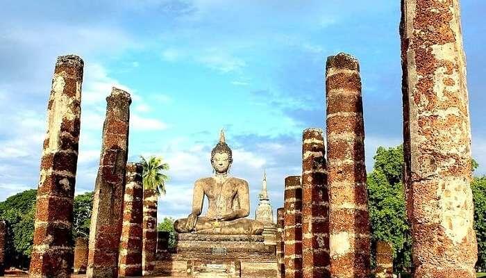 famous temple in sukhothai