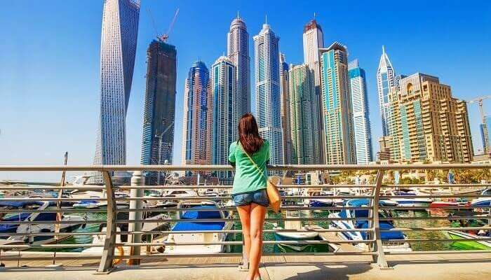witness the wonders of Dubai with your best pals