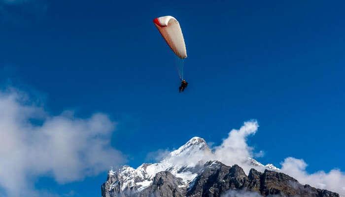 Paragliding In Switzerland: Experience An Adventurous Flight!