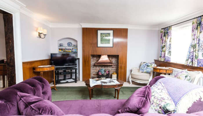 many romantic cottages near London