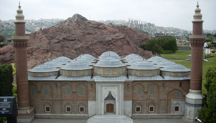 ideal Mosque