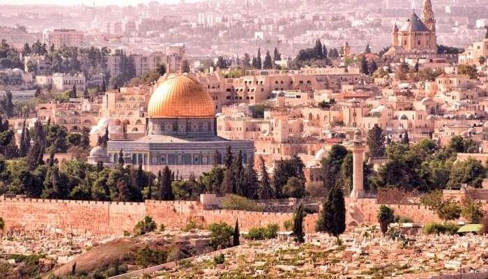 Take a tour through the city of Jerusalem