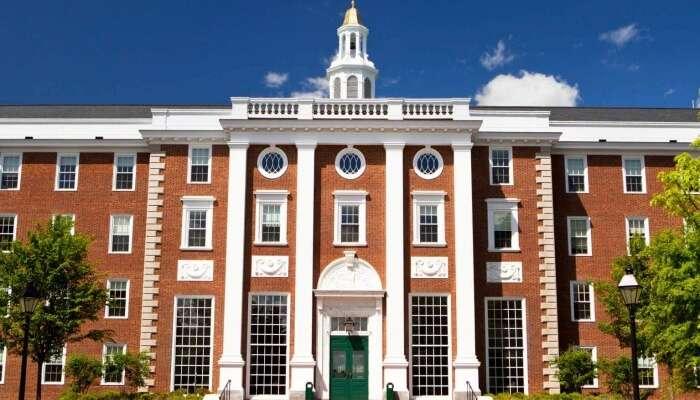 Tour Around The Harvard University