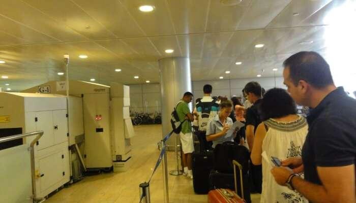 Soyez prêt à être strictement interviewé à l'aéroport