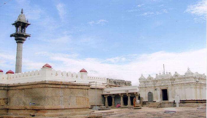 Chandragupta_Basadi