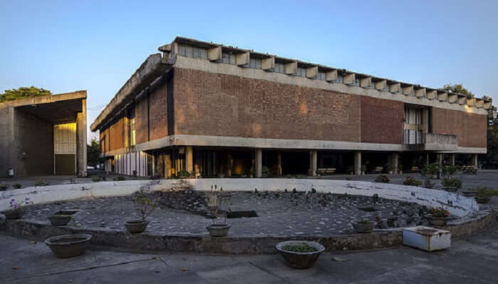 Government_Museum_and_Art_Gallery,_Chandigarh.