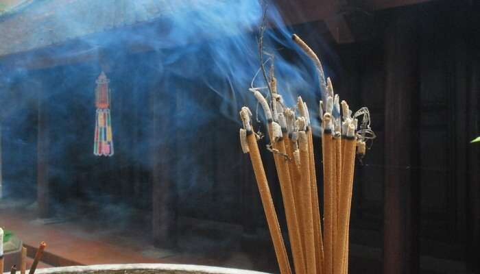 bunch of incense sticks burned together
