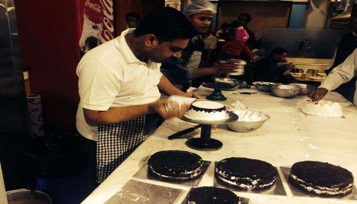 Manohar Dairy & Restaurant – Hamidia Road