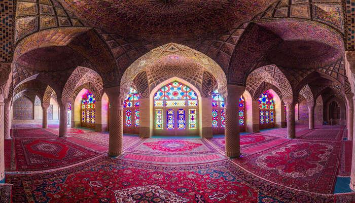 Shiraz est connue pour la poésie et le vin