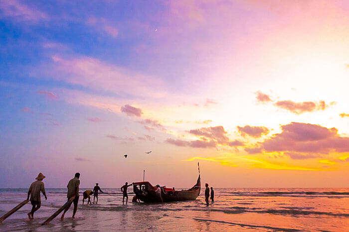 Fishermen preparing their boat on the Andhakaranazhi Beach in Alleppey