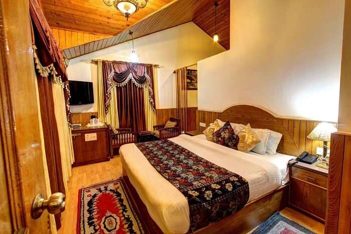 apple bud cottages manali bedroom