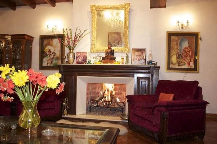 The tasteful home-like decor of Bloomingdale Cottages make them a popular hotel in Srinagar near Dal Lake
