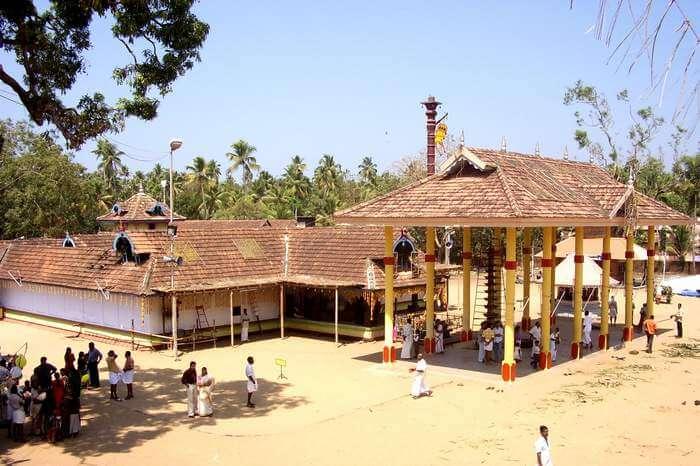 Devotees at Gowreeswara Temple Cherai