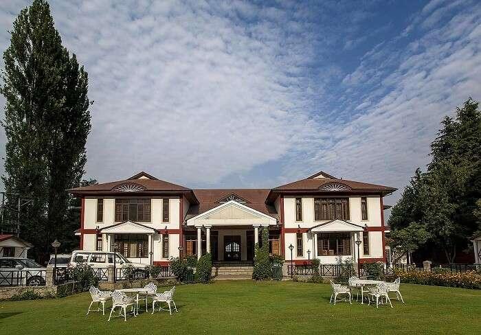 Heevan Resort is one of the best hotels in Srinagar near Dal Lake