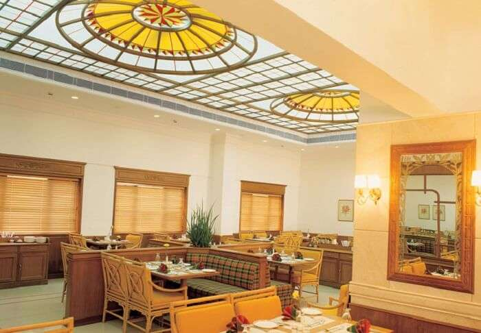 The restaurant in Hotel Abad in Fort Kochi is of very elegant and tastefully decorated