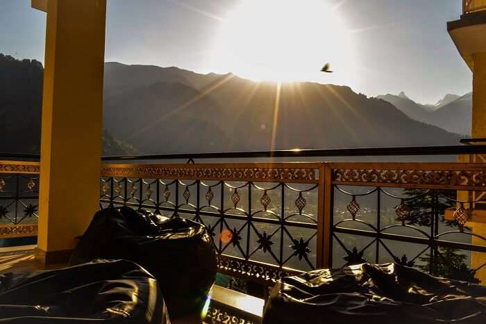 Manali Sunrise Cottage at dawn