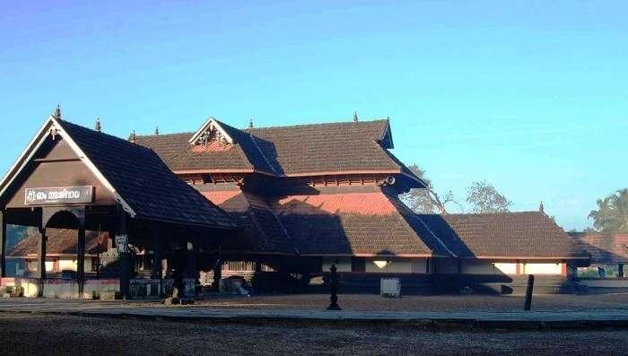 Mannar Thrikkuratti Mahadeva Temple