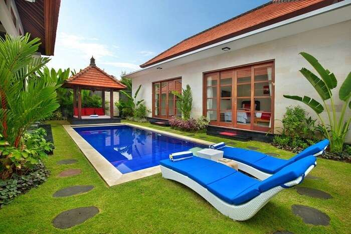 grand private pool in nicola villa