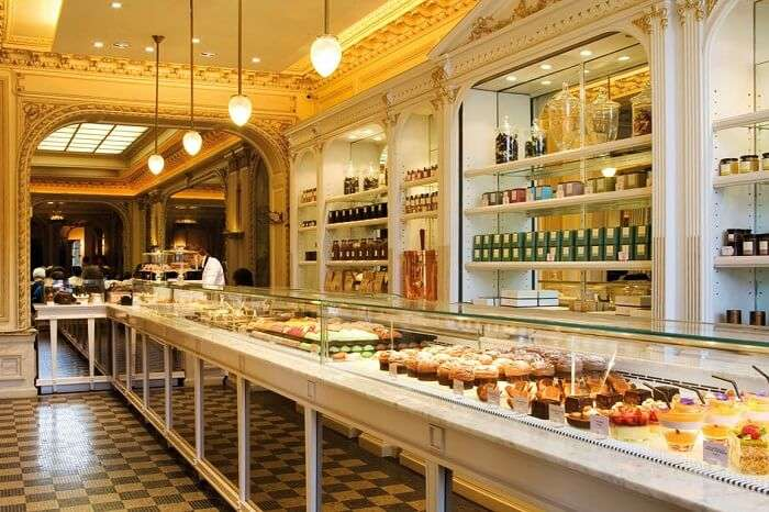 decor and ambiance of paris cafe