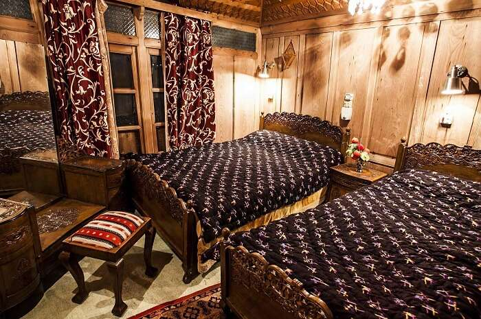 The luxuriant interiors of Royal Dandoo Palace of Houseboats make them one of the best accommodations in Srinagar near Dal Lake