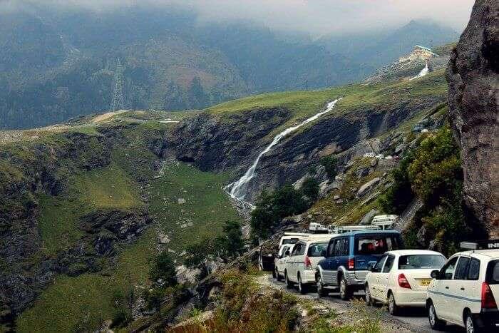 Weekend traffic on way to Kasol
