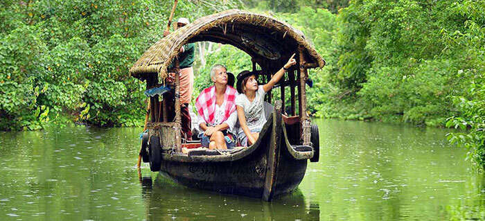 A Shikara in Alleppey, perfect for family visiting with kids