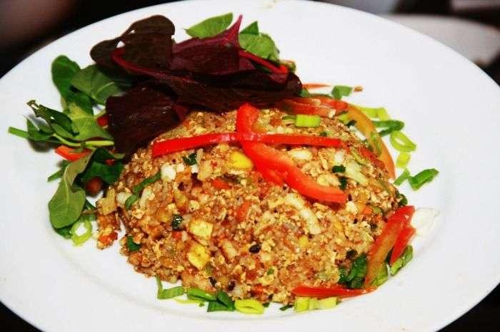 Sri Lankan cuisine - fresh seafood and tropical fruits