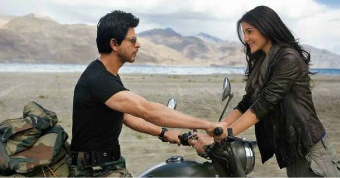 Bollywood scene of SRK and Anushka at Ladakhh