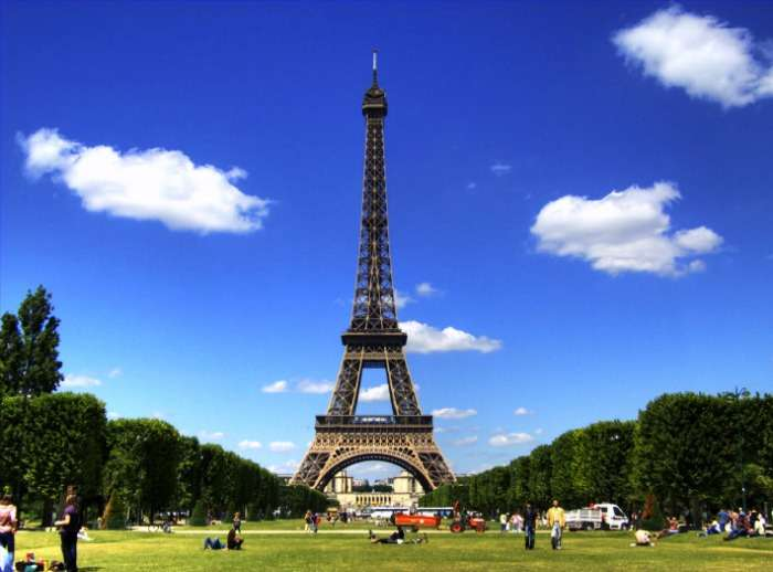 Picture perfect romantic evening in France at Eiffel Tower