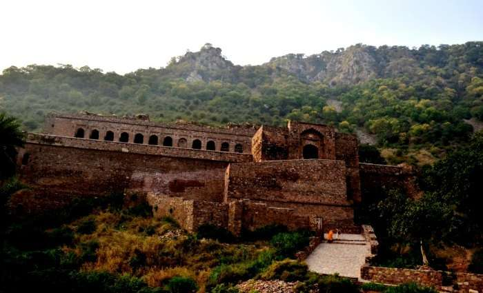 Face the dead at the haunted Bhangarh Fort in Rajasthan