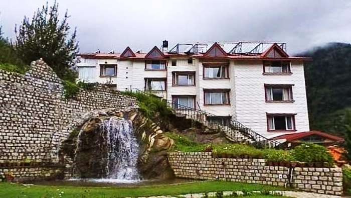 Apple country resort is one of the most romantic resorts in Manali for honeymoon