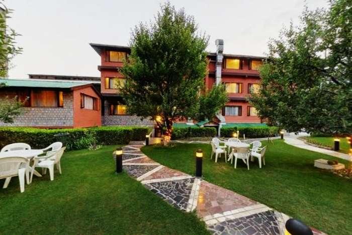 Hotel Honeymoon Inn is one of the best budget romantic hotels in Manali