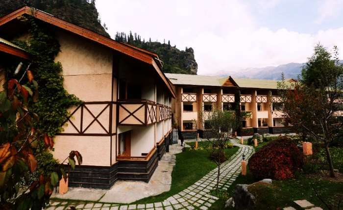 The panoramic view of Solang View Resort