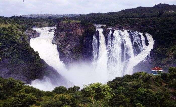 The majestic Suruli waterfalls in Madurai