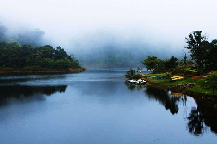 lake in Gavi
